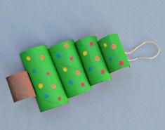 Ausgefallene Weihnachtsdeko selber machen - 42 Bastelideen mit Klopapierrollen - List of the most creative DIY and Crafts Diy Crafts To Do, Tree Crafts, Decor Crafts, Wood Crafts, Crafts For Kids, Paper Crafts, Paper Paper, Recycled Crafts, Tree Decorations