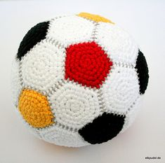 Ravelry: Easy Crochet Soccer Ball - free crochet pattern by Sarita Kumar Crochet Ball, Crochet Baby Toys, Love Crochet, Crochet Motif, Crochet For Kids, Easy Crochet, Crochet Stitches, Crochet Crafts, Crochet Projects