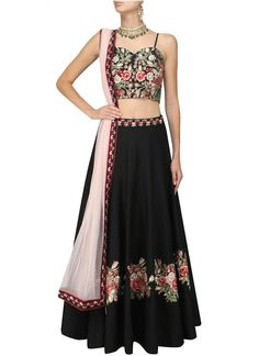 Cotton Lehenga at Mirraw. Lehenga Choli Wedding, Red Lehenga, Indian Bridal Lehenga, Lengha Choli, New Lehenga Design, Lehenga Designs, Patiala Salwar, Anarkali, Indian Dresses