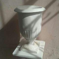 Vaso 32 cm. #vaso #vasos #decorativo #decorativa #blogdecor #fruteira #decoração #artesanato #decoracao #novidade #novidades #lançamento #novo #nova #bomdia #quarta #quartafeira #boatarde #artesanato #gesso #euquero #arquitetura #vase #vases #jacarepagua #rio #021 #021rio #classe #estilo #blogdecor #décor #décordodia #decor #novidade #artes #riodejaneiro #riodecor #rj