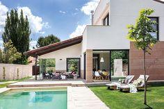 Une maison de campagne au design contemporain - PLANETE DECO a homes world Outdoor Spaces, Outdoor Decor, Contemporary Design, Outdoor Gardens, Terrace, House Design, Mansions, Country, Architecture
