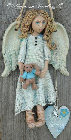 I na mnie przyszło, też zrobiłam Anioła na komunię, ale nieco innego.  Jakoś nie leżą mi Anioły w sukienkach, czy garniturkach komunijnych, ...