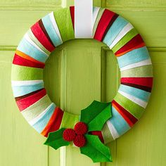 Holly Jolly Felt Wreath I can use leftover Christmas fabric that has been pressed into crisp edged strips!