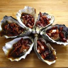 Paleo Oysters Kilpatrick Ingredients 1 tbls ghee compliant pastured bacon rashers (sugar-free) or compliant panchetta chopped into small pieces. Seafood Recipes, Diet Recipes, Cooking Recipes, Oyster Recipes, Christmas Lunch, Whole 30 Recipes, Tray Bakes, Oysters