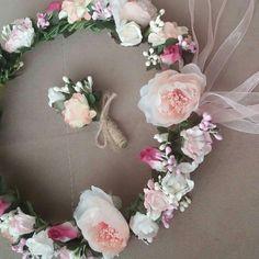 Nişanlik 36-38 beden : 200 tl   Çiçekli taç : 50 tl  El çiçegi : 25 tl  Tek tek de satilir ,  yalniz tac ve cicek takim alinmasi onerilir.