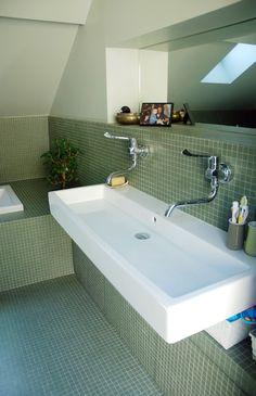 Appartement N - Emma Cros - Cosy Bathroom, Attic Bathroom, Attic Rooms, Family Bathroom, Bathroom Kids, Bathroom Interior, Interior Design Living Room, Small Bathroom, Marrakech