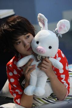 This is the song Park Shin Hye sung in You're Beautiful as Go Mi Nam. The song is called Panis Angelicus Hope you enjoy it! Park Shin Hye, Doll Toys, Pet Toys, Dolls, Stupid Girl, Kawaii, K Idol, You're Beautiful, Dinosaur Stuffed Animal