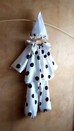 Pierrot Costume raso unisex bambini, completo da Clown bianco grandi pois neri in 4 pezzi, Abito da Pulcinella Classica maschera Italiana
