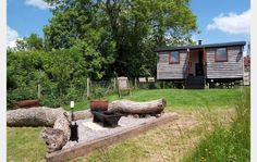 Tor View Shepherd's Hut, Luxury Glamping 14.7 miles SW of Bath