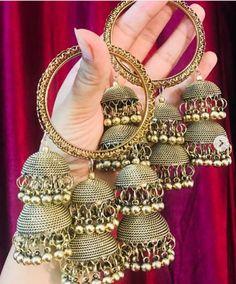 Silver Bracelet With Diamonds Indian Jewelry Earrings, Indian Jewelry Sets, Jewelry Design Earrings, Hand Jewelry, Silver Jewelry, Indian Bangles, Jewelery, Antique Jewellery Designs, Fancy Jewellery