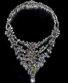 Marie Antoinette Necklace from De Beers definitely ranks among the world's most expensive necklaces. The necklace features more than 181 carats of diamonds, including a monster 8 carat, pear-shaped white diamond as a centerpiece. All of the jewels are set in platinum.