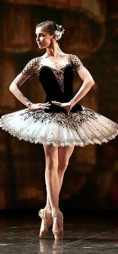 Natalia Osipova, a Russian ballerina Ballerina Costume, Ballerina Dress, Ballerina Dancing, Ballet Tutu, Ballet Dancers, Ballet Pictures, Ballet Images, Dance Images, Dance Pictures