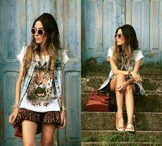 Chamelle T Shirt - Never give up - Flávia Desgranges van der Linden.  So cute!!