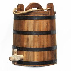 The Best Built Bucket! Camping Life, Camping Gear, Viking Camp, Grandeur Nature, Wash Tubs, Medieval Life, Renaissance Fair, Water Dispenser, Thing 1