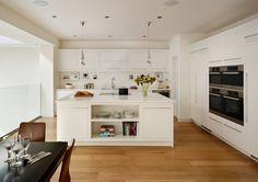 Linear kitchen by harvey jones cocinas minimalistas de harvey jones kitchens minimalista Home Renovation, Ground Floor, Extension Ideas, Flooring, Kitchen Ideas, Table, Furniture, Home Decor, Home