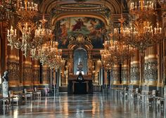 Opéra de Paris), the same as the Grand Opera ( Fr. Grand Opéra), in modern France is known as the Opera Garnier ( CHF. Opéra Garnier) - Opera House in Paris , one of the most famous opera houses in the world .