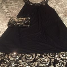 FINAL PRICE❤️Silver/Black Sequin Trapeze Dress This scoop neck trapeze dress has glamorous silver and black swirl sequin detail. The bottom of the dress has the sequin detailing as the scoop neck. Perfect for the party scene and a night out! In excellent condition- like new! Express Dresses