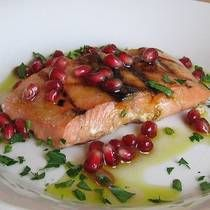 Easy Grilled Salmon with Pomegranate Vinaigrette Recipe