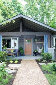 Farmhouse Front Porches, Rustic Farmhouse, Farmhouse Ideas, Farmhouse Style, Bungalows, Craftsman Door, Craftsman Exterior, Ranch Exterior, Craftsman Style