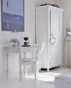 White furniture  ~ lovingly repinned by www.skipperwoodhome.co.uk