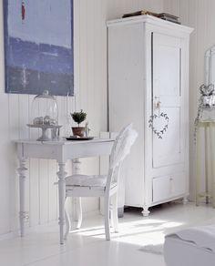 White furniture  ~ lovingly repinned by www.skipperwoodhome.co.uk