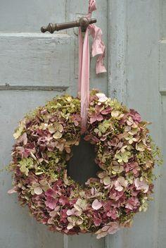 such a pretty hydrangea wreath ...