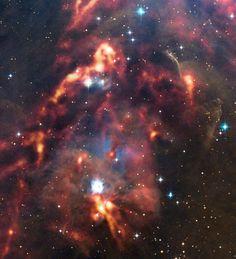 Nubi di polvere cosmica nella regione di Orione in una foto scattata dal telescopio APEX in Cile