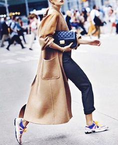 Fashion month inevitably brings out some notable street style, and the trend setters never cease innovate. With athletic inspired fashion, or athleisure, being Sneakers Street Style, Oversized Coat, Sporty Chic, Fashion Seasons, Look At You, Athleisure, Jeans, Autumn Fashion, Fashion Outfits