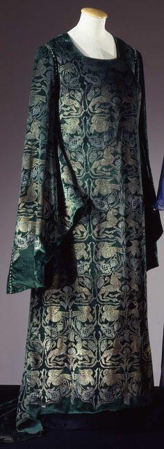 Dress, Maria Monaci Gallenga, c. 1910's.  Galleria del Costume di Palazzo Pitti.
