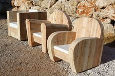 Accueil - WOOD - meuble design en bois recyclé. Some very cool looking furniture made from what I'm pretty sure must be recycled and possibly Pallet wood. It's a French site so I'm not to sure but it has great pictures. I really like the curved chairs, don't see that all to often. Really good ;)