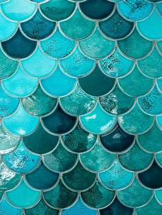 From lighting to windows and tiles to plants, here's how to bring the outdoors into your bathroom and three looks to consider. Mermaid Tile, Mermaid Scales, Interiores Art Deco, Turquoise Tile, Turquoise Wallpaper, Fish Scale Tile, Three Birds Renovations, Coloured Grout, Blue Aesthetic
