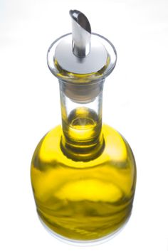5 ways to use Olive Oil in your natural hair regimen! Affordable and available in your grocery store!