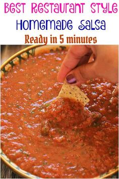 Best Homemade Mexican Salsa Recipe Homemade Salsa - Comes together in and tastes just like it came from Mexican food restaurant! So much better than a store bought jar salsa. Homemade Mexican Salsa, Mexican Salsa Recipes, Mexican Appetizers, Mexican Dishes, Spicy Mexican Food, Salsa Verde, Salsa Picante, Salsa Salsa, Vegetarian Recipes