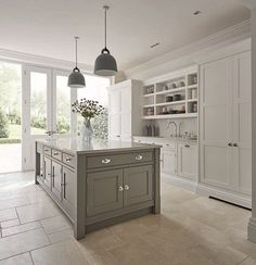 Shaker Kitchens - Warm Grey Shaker Kitchen - Tom Howley(Beauty World Dreams)