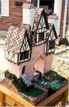 Gingerbread Swiss Chalet by Susan Palmer. Gingerbread House Designs, Gingerbread House Parties, Gingerbread Decorations, Christmas Gingerbread House, Christmas Treats, Christmas Baking, Gingerbread Cookies, Gingerbread Houses, Christmas Holidays