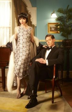 Miss Fisher's Murder Mysteries. Miss Phryne Fisher (Essie Davis) and Detective Inspector Jack Robinson (Nathan Page) Another wall shot! 20s Fashion, Fashion Mode, Moda Fashion, Vintage Fashion, Great Gatsby Fashion, Fashion Music, Edwardian Fashion, Gothic Fashion, Retro Mode