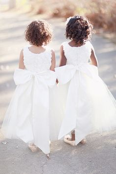 oh so beautiful white tulle flower girl dresses with a large bow at the back. Flower Girls, Flower Girl Dresses, Bridesmaid Flowers, Bridesmaid Dresses, Wedding Dresses, Bridesmaids, Dream Wedding, Wedding Day, Wedding Tips