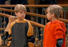 """""""The Suite Life of Zack and Cody"""" has some explaining to do. Dylan Sprouse, Sprouse Bros, Cole Sprouse Funny, Zack And Cody Funny, Zack E Cold, Suit Life On Deck, Cody Martin, Cole Spouse, Dylan And Cole"""