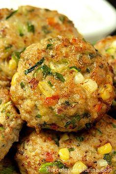 A crazy-good alternative to hamburgers - Chicken, Zucchini Fresh Corn Burgers w/ Green Onion Cumin - thecafesucrefarine.com