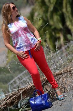 ·        Pantalón: H (s/s 12)  ·        Camiseta: Zara (new season)  ·        Cuñas: ras (s/s 12)  ·        Bolso: Candy bag, Furla  ·        Reloj: KIBOE!, Joyería Laura Luján  ·        Pulseras:Boutique Monblu