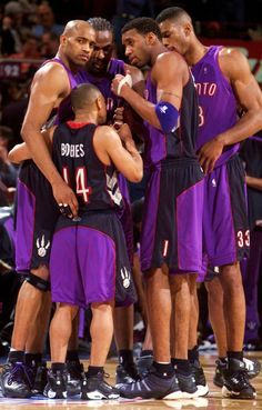 Vince Carter, Muggsy Bogues, Tracy McGrady, Antonio Davis & Charles Oakley i like them Basketball Tricks, Basketball Is Life, Basketball Pictures, Basketball Legends, Sports Basketball, College Basketball, Basketball Players, Basketball Diaries, Nba Pictures