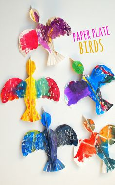 Colorful Paper Plate Birds (And our favorite bird books!) Colorful Paper Plate Birds- Beautiful craft to make with children of all ages Want great ideas concerning arts and crafts? Head to this fantastic site! Paper Plate Art, Paper Plate Crafts, Paper Plates, Bird Paper Craft, Crafts For Kids To Make, Projects For Kids, Art For Kids, Easy Crafts, Kid Art