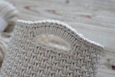 E-vlny.sk Basket, Crochet, Threading, Crochet Crop Top, Chrochet, Knitting, Haken, Quilts, Hand Crochet