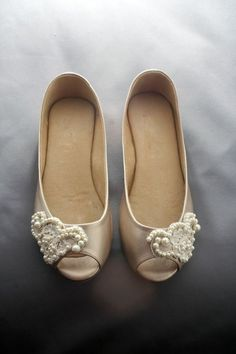Wedding flats with lace trimming | Suelas