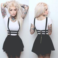 Cute alternative clack skirt mini, I have this outfit and I love it, it's super cute and great for concerts
