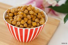 Crispy Coated Chickpea Popcorn (Vegan + Gluten Free) 3 cups cooked chickpeas ⅓ cup chickpea/garbanzo flour ¼ cup nutritional yeast ½ tsp salt ½ tsp all purpose seasoning or herbamare ⅓ cup water 1 Tbsp prepared mustard