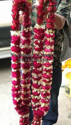 Indian Wedding Flowers, Flower Garland Wedding, Indian Wedding Photos, Rose Garland, Floral Garland, Wedding Backdrop Design, Desi Wedding Decor, Wedding Hall Decorations, Wedding Stage Design