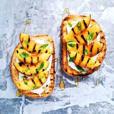 ☆ Toasted bread topped with goat's cheese, grilled nectarines and honey ☆ Recipe and directions only on Instagram. Follow me! - ☆ Bruschetta con pesche noci grigliate, caprino e miele | Ricetta solo sul mio profilo Instagram ☆ Seguimi ♡
