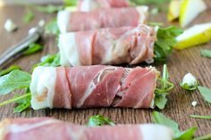 These Deliciously Simple Prosciutto Arugula Salad Rolls are loaded with fresh arugula, salty prosciutto, creamy blue cheese & juicy sweet seasonal pears!