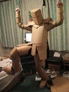 In from a nasty little bedsit in East London, I spent 2 weeks building a cardboard suit of armour - a pseduo-protective intervention for catalysing risk-experiences. This photoset documents it& construction. Cardboard Sculpture, Cardboard Crafts, Paper Crafts, Diy Knight Costume, Cardboard Costume, Halloween Karneval, Armadura Medieval, Knight Armor, Cosplay Tutorial
